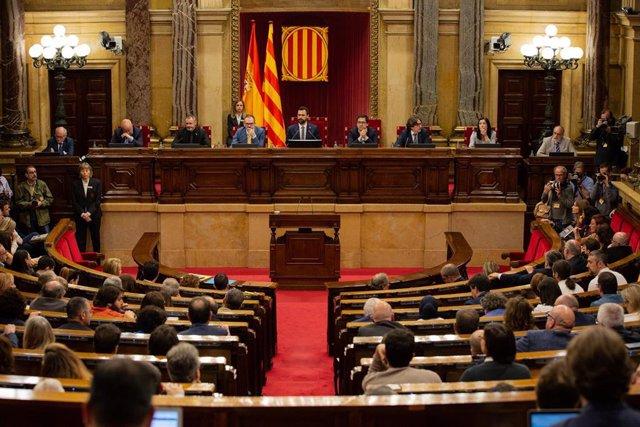 Vista del hemiciclo del Parlament de Catalunya, presidido por Roger Torrent, el mismo día en el que JxCat, ERC y la CUP vetan la candidatura del líder del PSC, Miquel Iceta, de senador por designación autonómica.