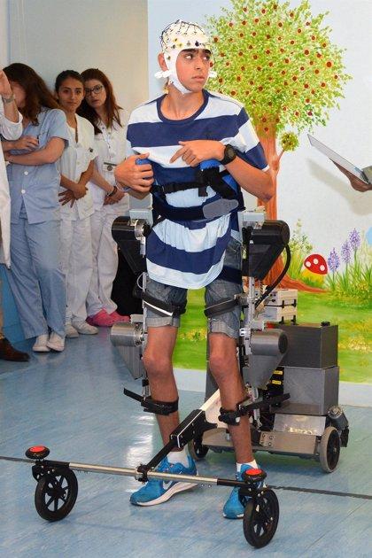 Un nuevo exoesqueleto para niños con parálisis cerebral obedece a las órdenes del cerebro
