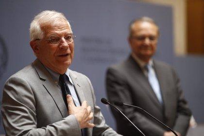 """Borrell dice que el militar venezolano Acosta """"entró sano en el cuartel y murió 7 días después en una silla de ruedas"""""""