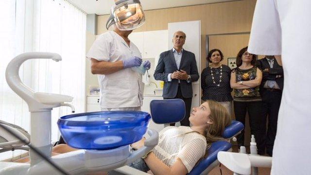 El consejero en funciones de la Comunidad de Madrid, Enrique Ruiz Escudero, visita la Unidad de Salud Bucodental del Centro de Salud Santa Isabel de Leganés