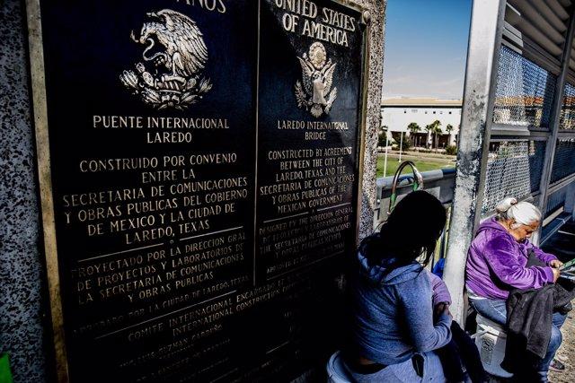 Puente internacional entre México y Estados Unidos en Nuevo Laredo
