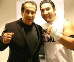 Pedro Aguayo con su hijo antes de su muerte