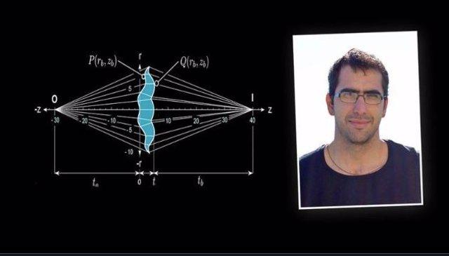 Rafael González junto a su fórmula para solucionar la aberración esférica