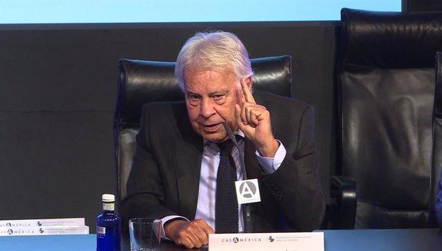 El expresidente del Gobierno, Felipe González, durante su intervención en el foro Atlántico en Casa América.