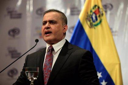 La Fiscalía de Venezuela imputa a dos policías que agredieron a un joven en una protesta