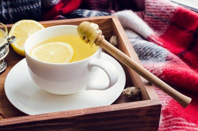 Te con limón, refresco casero resfriado