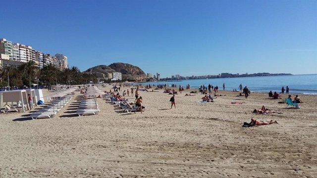Playa Postiguet, de archivo.