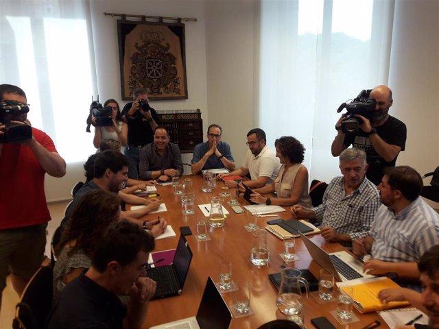 Reunión entre PSN, Geroa Bai, Podemos e Izquierda-Ezkerra para negociar un programa de gobierno