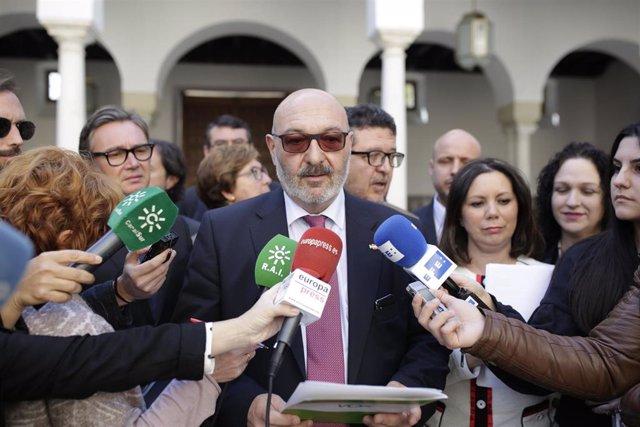 """Vox se sale del Pleno en protesta por el """"bloqueo"""" de la Mesa a sus iniciativas y urge a reformar el Reglamento.(c) Alejandro Hernández el portavoz del grupo parlamentario VOX."""
