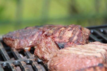 Tanto la carne roja como la blanca aumenta el colesterol