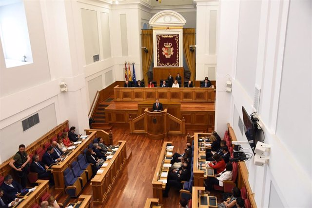Emiliano García-Page en el debate de investidura
