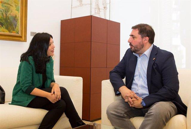 Idoia Villanueva y Unai Hualde, reunidos en el Parlamento de Navarra