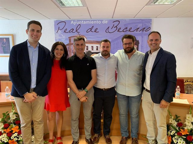 David Rodríguez con representantes del PSOE