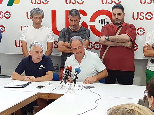 El secretario general de USO La Rioja, Javier Martínez, junto con trabajadores de Standard Profil SA