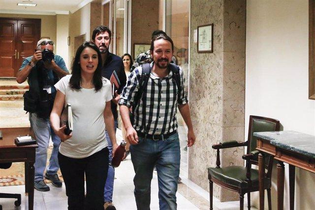 El secretario general de Unidas Podemos, Pablo Iglesias y la portavoz parlamentaria de Unidas Podemos, Irene Montero a su llegada a la reunión de la mesa política del Grupo Confederal del partido.