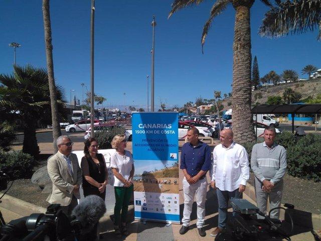 Presentación de la emisión de la campaña 'Canarias, 1500 Km de Costa' en pantallas en las playas de San Bartolomé de Tirajana (Gran Canaria)