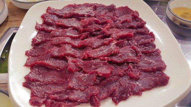 Carne cruda de res.