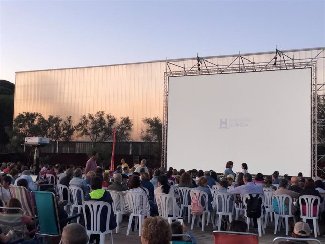 Actividad 'Cine bajo las estrellas' de la Diputación de Huelva en La Rábida.