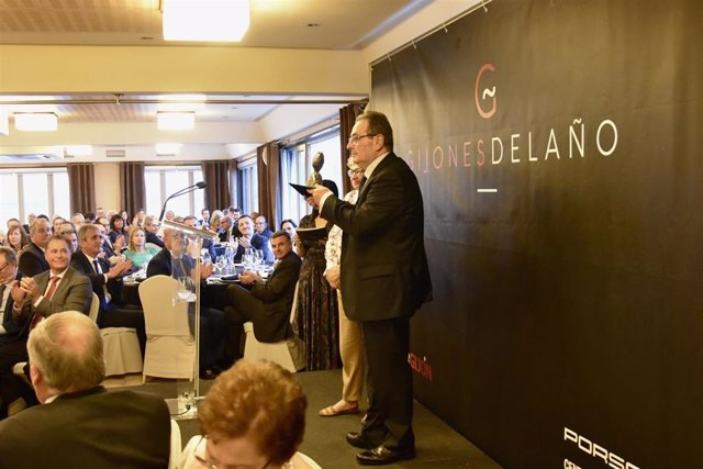 El empresario Sabino García Vallina recibe el premio Gijonés del Año.
