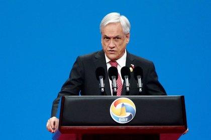 """Piñera anuncia que prohibirá el ingreso a Chile a 100 venezolanos ligados a la """"dictadura"""" de Maduro"""