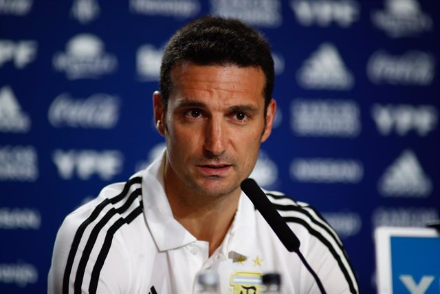 El entrenador de la selección argentina de fútbol Lionel Scaloni da una rueda de prensa en el Wanda Metropoiltano antes del partido Argentina- Venezuela.