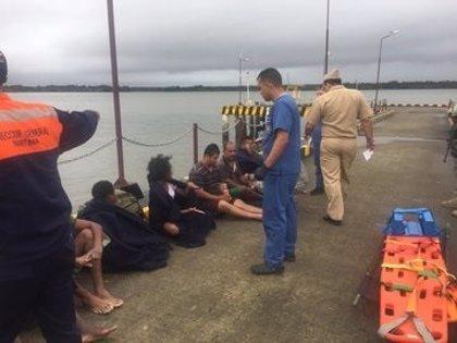 Al menos un muerto y tres desaparecidos tras un naufragio en Colombia