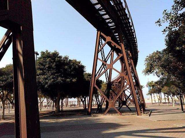 El cargadero de mineral 'El Alquife' de Almería, conocido como el Cable Inglés