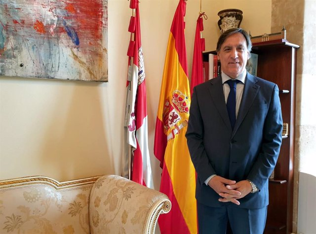El alcalde de Salamanca, Carlos García Carbayo, en su despacho del Ayuntamiento.