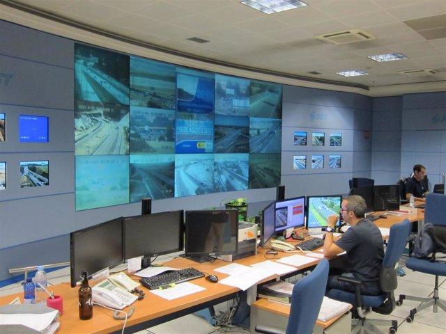 Sala de pantallas del Centro de Gestión de Tráfico de la DGT