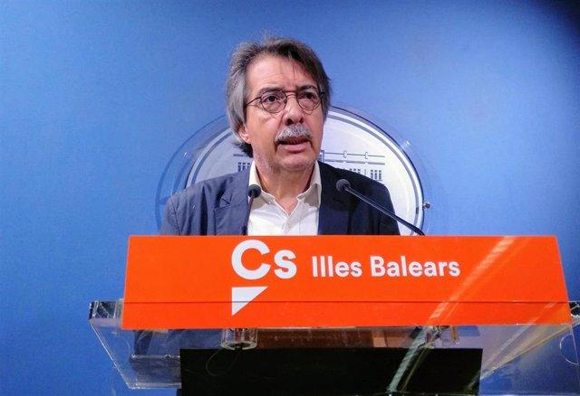 Xavier Pericay En La Rueda De Prensa Del Parlament