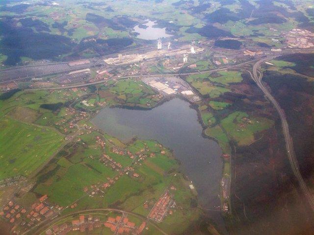 Vista aérea del Embalse de Trasona.