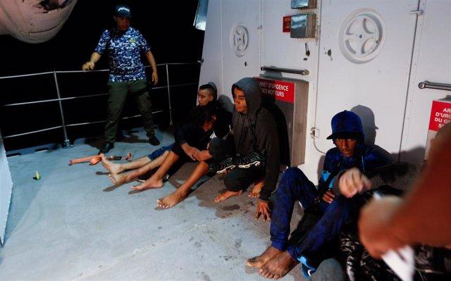 Migrantes rescatados en Túnez