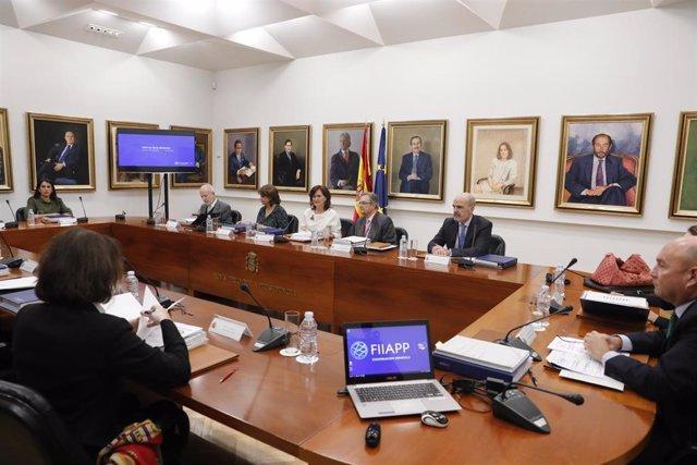 La vicepresidenta del Gobierno y ministra de Igualdad, Carmen Calvo, preside la reunión del Patronato de la Fundación Internacional y para Iberoamérica de Administración y Políticas Públicas (FIIAPP). Entre los asistentes, la ministra de Justicia, Dolores