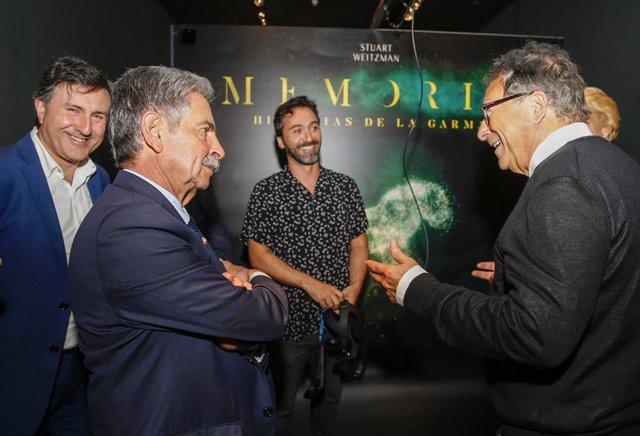 Revilla y Weitzman inauguran el proyecto de realidad virtual de La Garma en el MUPAC