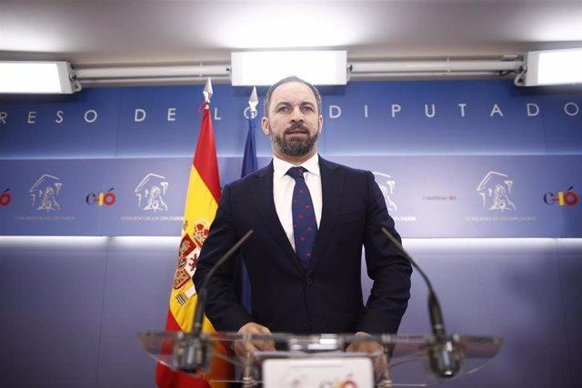 El líder de VOX, Santiago Abascal, ofrece una rueda de prensa en el Congreso de los Diputados.