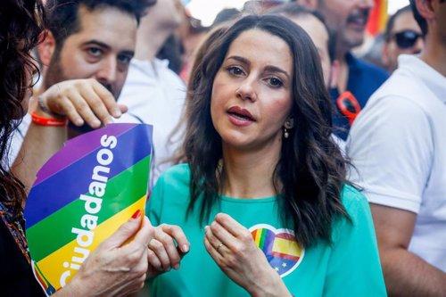 Inés Arrimadas (Ciudadanos) en la manifestación estatal del Orgullo LGTBI en Madrid, desde Atocha hasta Colón