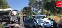 Accidente de tráfico entre un coche y un camión en Collado Villalba
