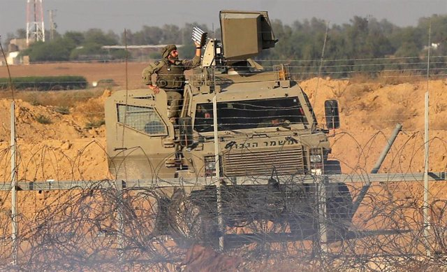 Vehículo militar israelí cerca de Jan Yunis, en la Franja de Gaza