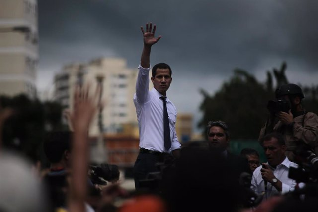 El presidente de la Asamblea Nacional y autoproclamado presidente encargado de Venezuela, Juan Guaidó, ante sus seguidores en Caracas