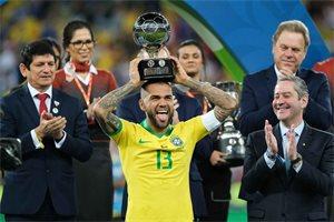 Dani Alves, el lateral de leyenda con más títulos del mundo del fútbol