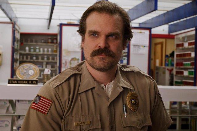 Imagen de David Harbour como Jim Hopper en la tercera temporada de Stranger Things