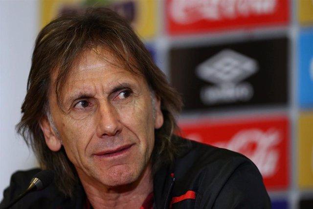 """El seleccionador peruano de fútbol, Ricardo Gareca, ha avanzado que es """"poco probable"""" que su equipo haga un """"marcaje personal"""" a Lionel Messi y ha destacado que sus jugadores pueden vencer a Argentina pese a algunas ausencias, en un choque clave de ca"""