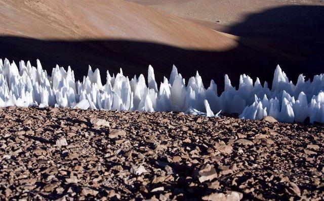 Formaciones de penitentes, en el extremo sur de la meseta de Chajnantor en Chile