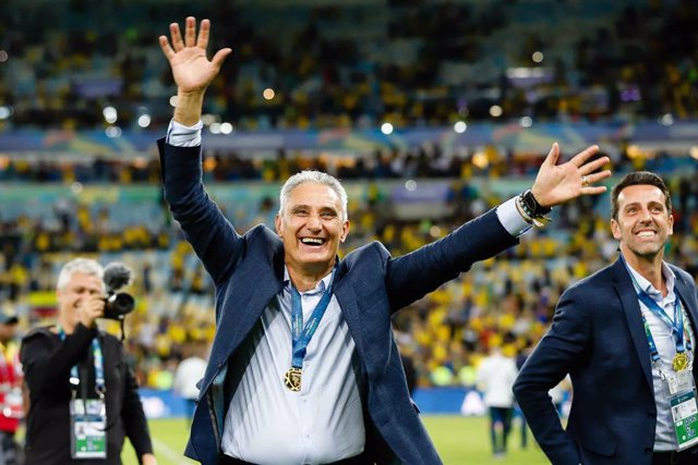 07 July 2019, Brazil, Rio De Janeiro: Brazil coach Tite (L) celebrates after winning the 2019 Copa America final soccer match between Brazil and Peru at Maracana Stadium. Photo: Andre Melo Andrade/AM Press via ZUMA Wire/dpa