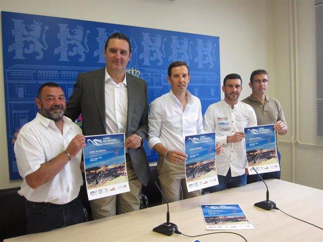 Autoridades en la presentación de la Copa de España de Ciclismo Adaptado que se celebrará en Badajoz