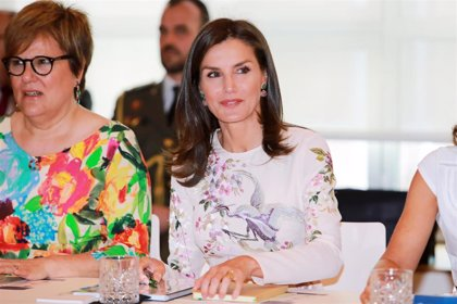 La Reina Letizia recupera su vestido oriental de Asos, con un look totalmente renovado
