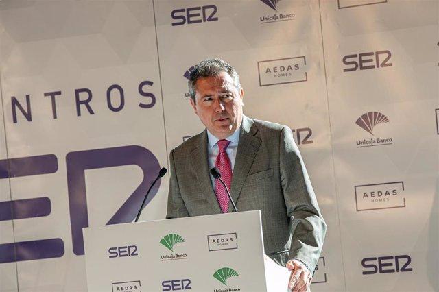 El alcalde de Sevilla, el socialista Juan Espadas, durante su intervención en los Encuentros SER