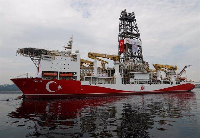 El buque de prospecciones turco 'Yavuz' zarpa desde el puerto de Dilovasi