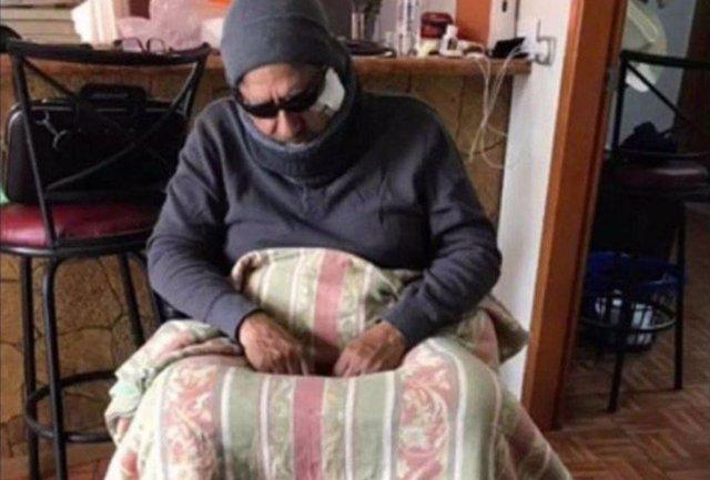 Carlos Tena disfrazado de mendigo discapacitado