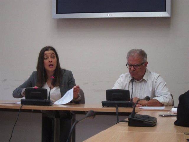 El portavoz parlamentario de En Marea, Manuel Lago, y la diputada Eva Solla en una rueda de prensa en la Cámara gallega